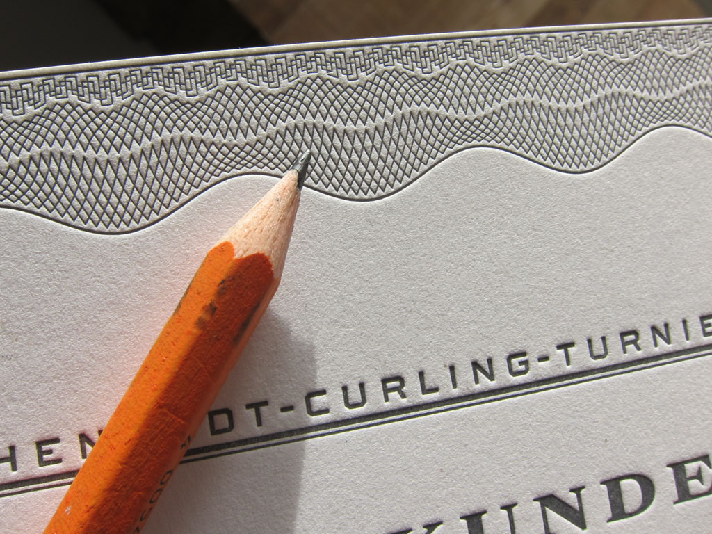 Letterpress-Urkunde mit Guilloche-Muster